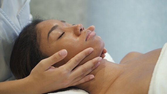 Los Angeles Facial. Visit The LA Glow for The best facial in Los Angeles