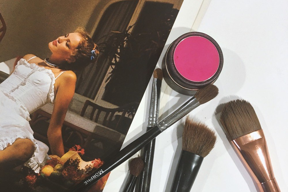 ESSENTIAL MAKEUP BRUSHES